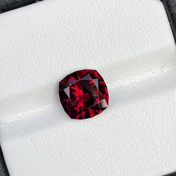 4.75 Cts Red Rhodolite Garnet