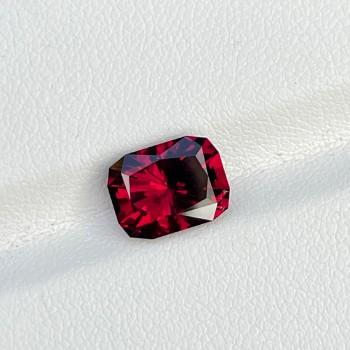 3.32 Cts Red Rhodolite Garnet