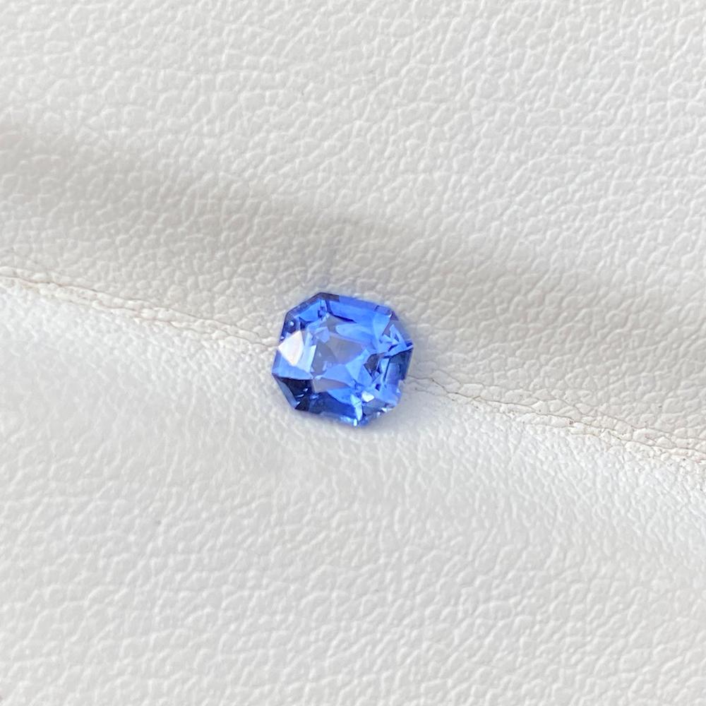 BLUE SAPPHIRE ASSCHER 0.73
