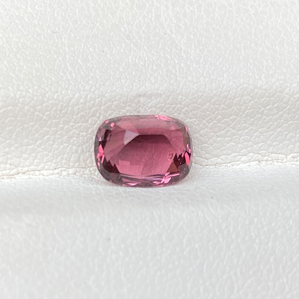 CUSHION PINK SPINEL