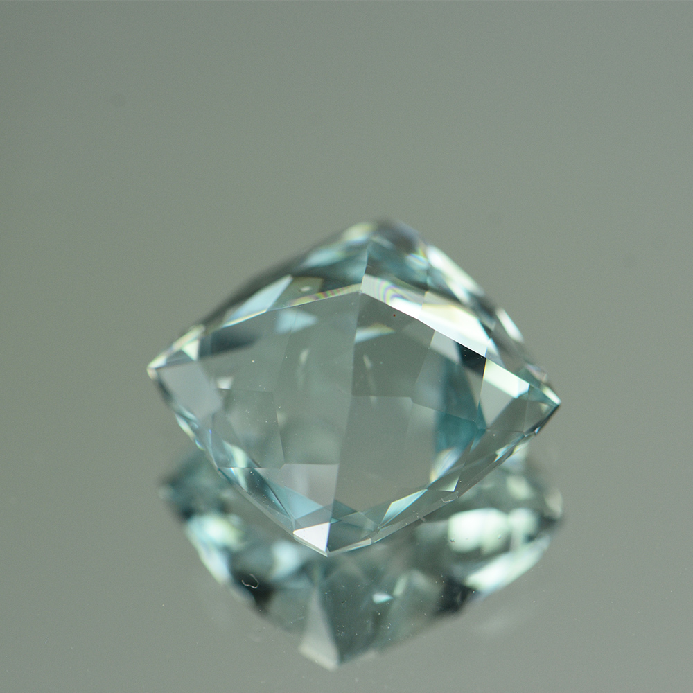 COLORLESS GREEN TINTED TOPAZ 9.22CTS TPZ766