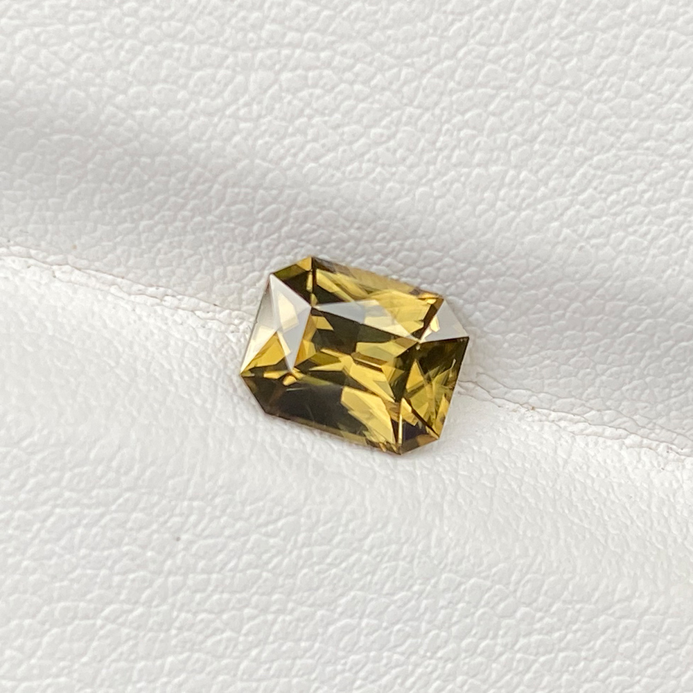 MUSTARD YELLOW ZIRCON